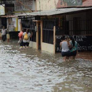 Наводнение и дожди продолжаются на побережье Эквадора